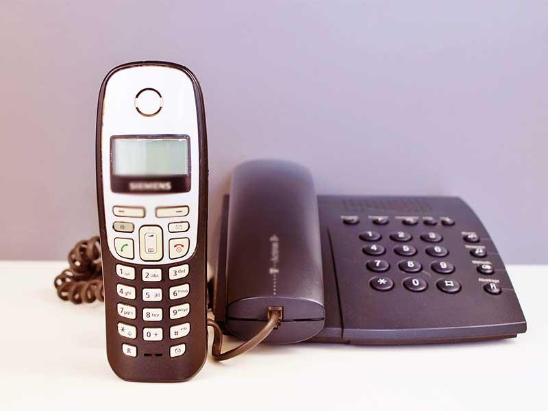 Un jour un téléphone, toujours un centre d'appels